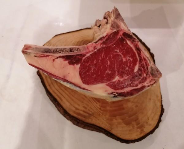 Rinderkotelett mit Knochen | Dry Aged Plus